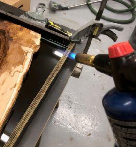 opvarmning af epoxy med gasbrænder.